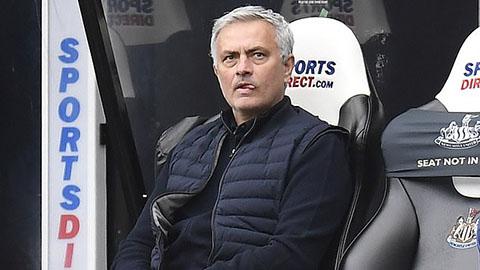 Tottenham do dự sa thải Mourinho vì tiền đền bù quá cao
