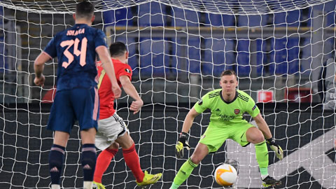 Thủ thành Leno của Arsenal khó giữ sạch lưới trước Slavia Prague