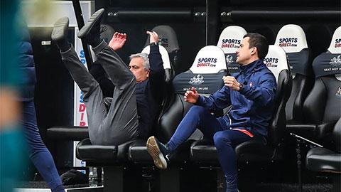 Ở Tottenham, Mourinho đang 'đẩy quả bóng trách nhiệm' cho cầu thủ