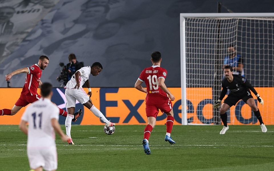 Vinicius Junior đã liên tiếp xé mành lưới của Liverpool 2 lần trong trận đấu