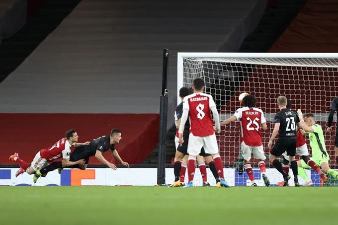 Bàn gỡ hòa 1-1 ở phút bù giờ thứ 4 của Slavia Praha