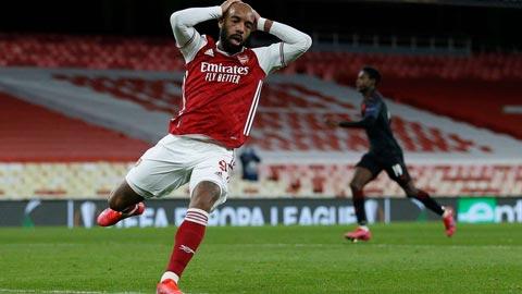 Lacazette bỏ lỡ cơ hội khó tin ở trận hòa của Arsenal