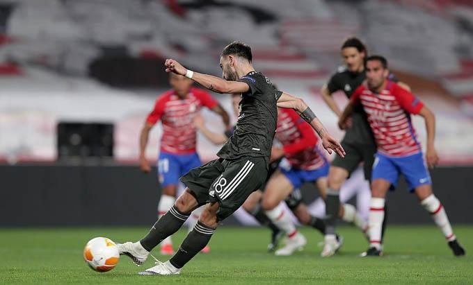 """Điểm nhấn trận Granada 0-2 MU: Bruno Fernandes là """"Vua đá 11m"""""""