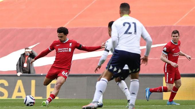 Alexander-Arnold ghi bàn thắng muộn giúp Liverpool ngược dòng
