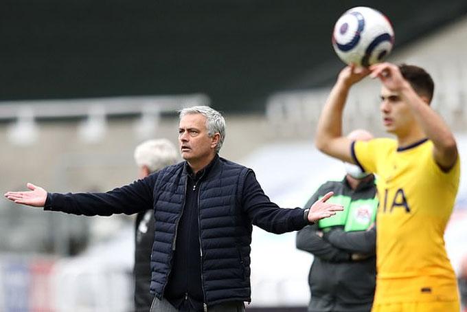 Mọi chuyện đã vượt ngoài tầm kiểm soát của Mourinho