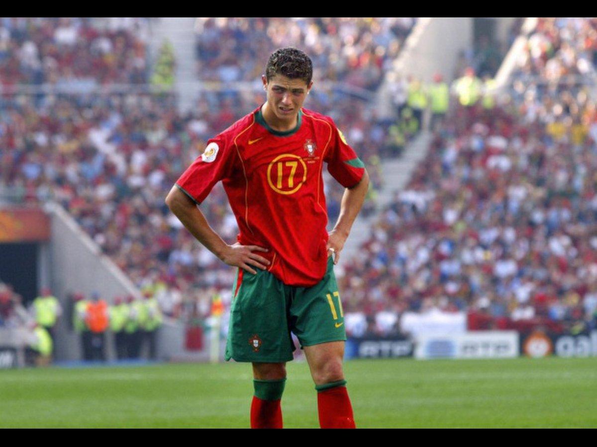 Nước mắt của Ronaldo là hình ảnh biểu trưng nhất EURO 2004