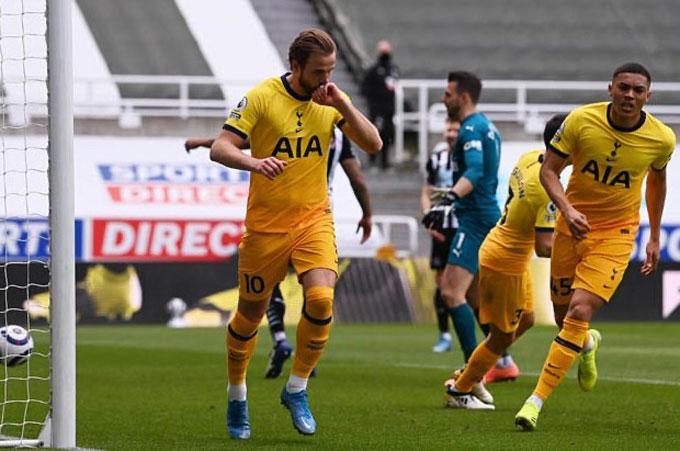 Mình Kane toả sáng không giúp Tottenham tránh khỏi xuống dốc