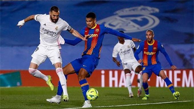 Real (áo trắng) đã thắng Barca trong cả 2 lượt trận mùa này