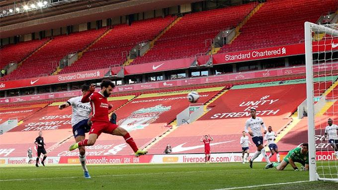 Salah đánh đầu gỡ hòa 1-1 cho Liverpool