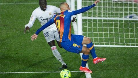 Barca bị từ chối 1 quả penalty ở trận El Clasico với Real?