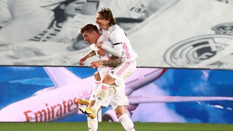 Real Madrid 2-1 Barca: El Clasico thắp lửa La Liga