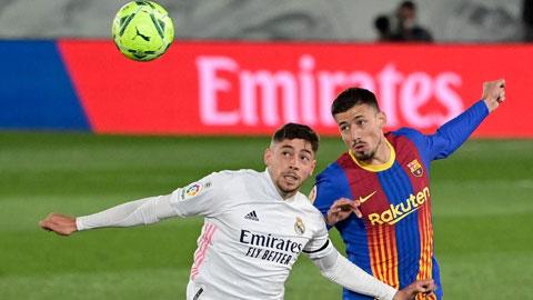 Valverde (trái) trong trận đấu với Barca vừa qua