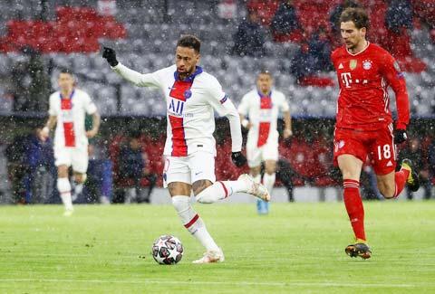 Nếu giúp PSG vượt qua Bayern, Neymar (áo sáng) sẽ ở lại Paris