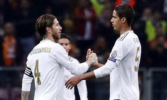 HLV Zidane sẽ vất vả trong việc vá lỗ hổng mà Ramos và Varane để lại