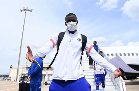 Chelsea thể hiện sự tự tin khi đặt chân đến Seville