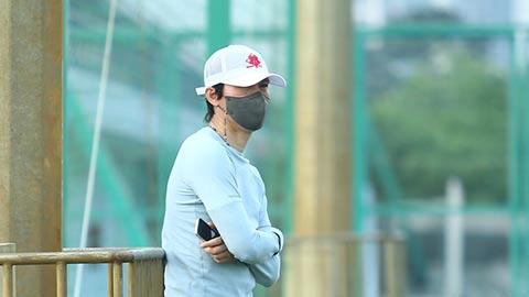 HLV Park Choong Kyun đến sân tập của Hà Nội FC?