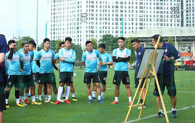 Chiều ngày 14/3, Hà Nội FC có buổi tập cuối cùng tại thủ đô trước khi lên Pleiku vào ngày mai để chuẩn bị cho trận đấu với HAGL sẽ diễn ra hôm 18/4