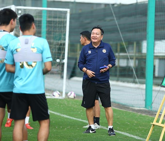 HLV Hoàng Văn Phúc đã xem cả 9 trận của HAGL để có đấu pháp hợp lý cho Hà Nội FC