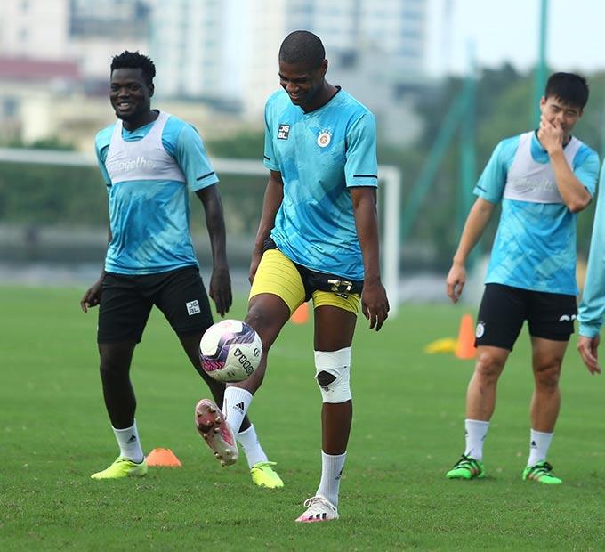 Ngoại binh Bruno Cunha vẫn chưa thể thi đấu được vì chấn thương đầu gối