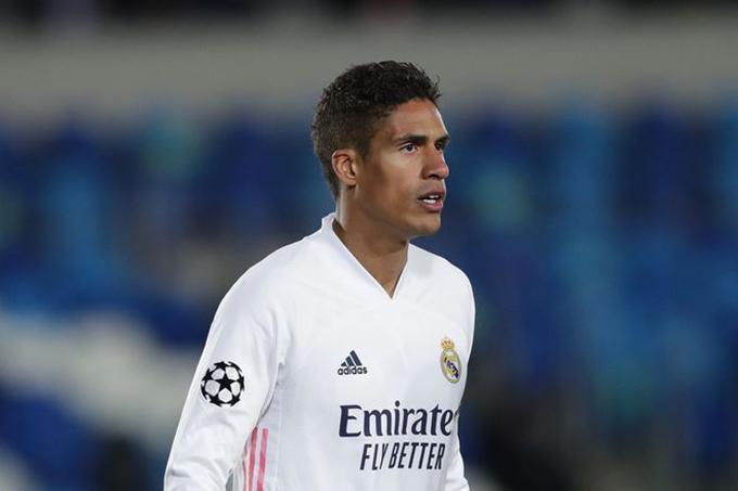 Chelsea và MU sẽ chi tiền mua Varane?