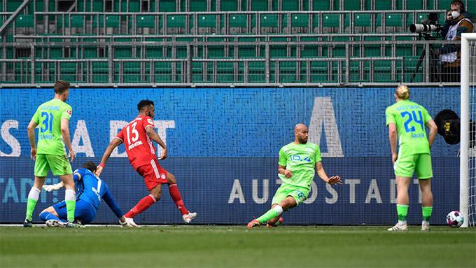 houpo-Moting ghi bàn sau sai lầm của thủ môn Wolfsburg