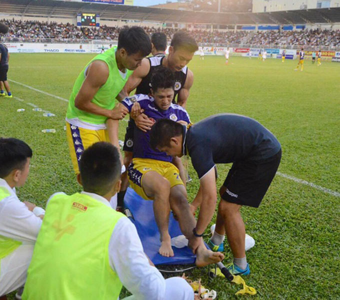 Chấn thương của Đình Trọng trong trận gặp HAGL khởi đầu cho 2 năm không có đội hình mạnh nhất ở Hà Nội FC