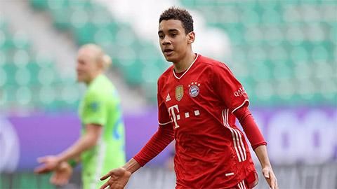 Jamal Musiala: Nhảy cùng các ngôi sao và làm nên lịch sử ở Bundesliga