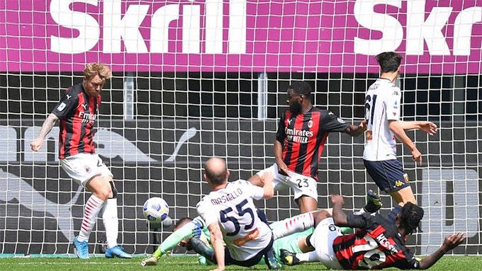 Milan phải nhờ đến món quà của đối phương mới giành được chiến thắng
