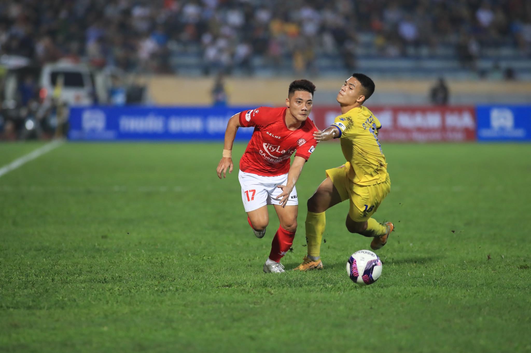 Lâm Ti Phông lập cú đúp cho TP.HCM - Ảnh: Phan Tùng