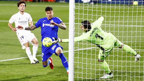 Courtois, thần hộ mệnh của Real Madrid