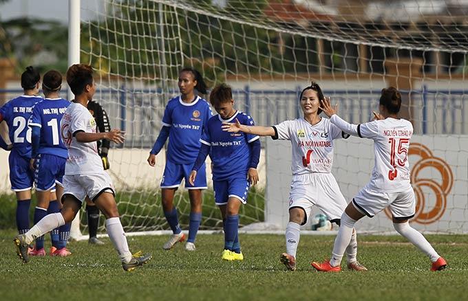 Hà Nội I Watabe (áo trắng) có chiến thắng khởi đầu thuận lợi trước Thái Nguyên T&T