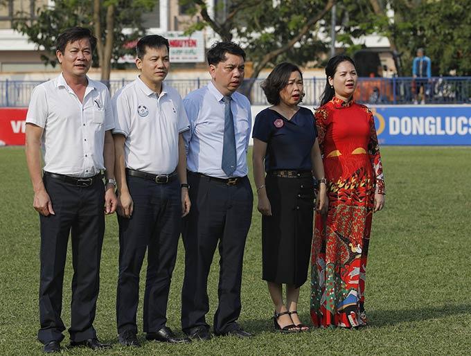 Đại diện Lãnh đạo LĐBĐVN và đại diện nhà tài trợ tham dự lễ khai mạc - Ảnh: VFF