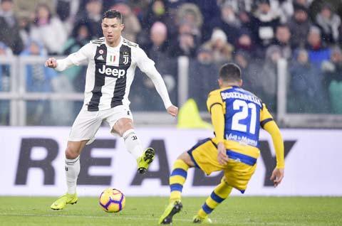 Sự trở lại của siêu CR7 (trái) sẽ giúp chủ nhà Juve vùi dập đối thủ nhẹ ký Parma