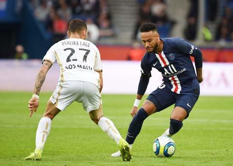 Sự trở lại của Neymar (phải) sẽ giúp PSG dễ dàng vượt qua đối thủ Angers trong trận đấu đêm nay