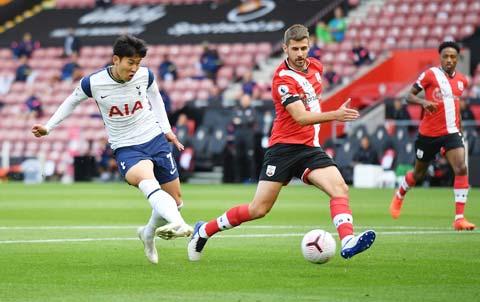 Tottenham (áo sáng) đã thắng cả 5 lần gần nhất tiếp đón Southampton