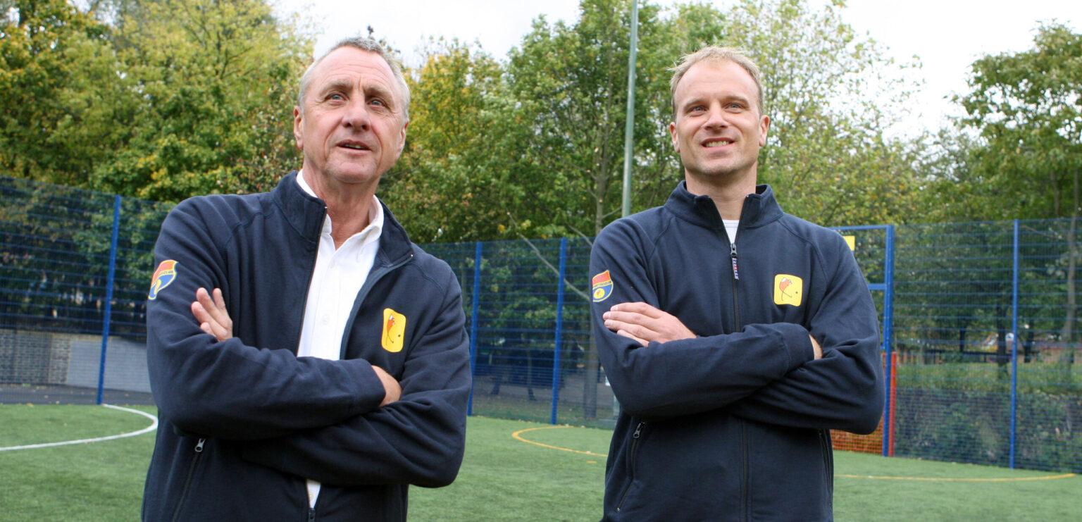 Dennis hiểu rõ hơn ai hết vấn đề này bởi ông đã chứng kiến bi kịch của nhà ông thầy Johan Cruyff
