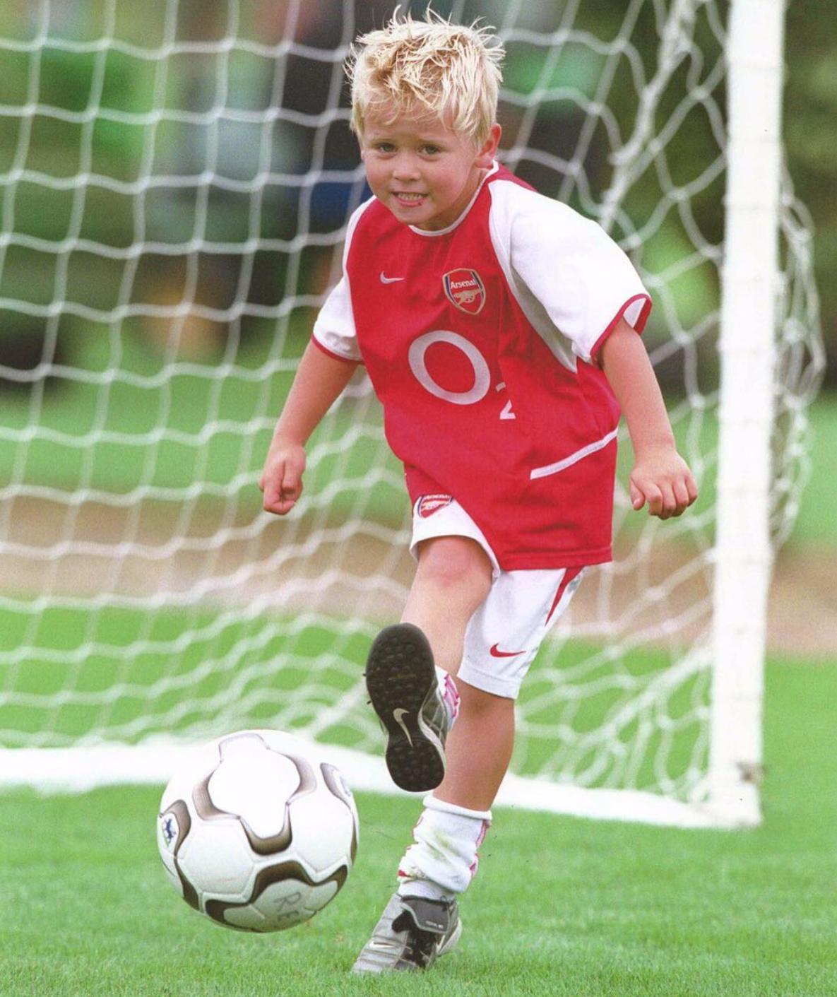 Mitchel Bergkamp đã chọn tiếp nối con đường mà bố của cậu đã đi: trở thành cầu thủ chuyên nghiệp