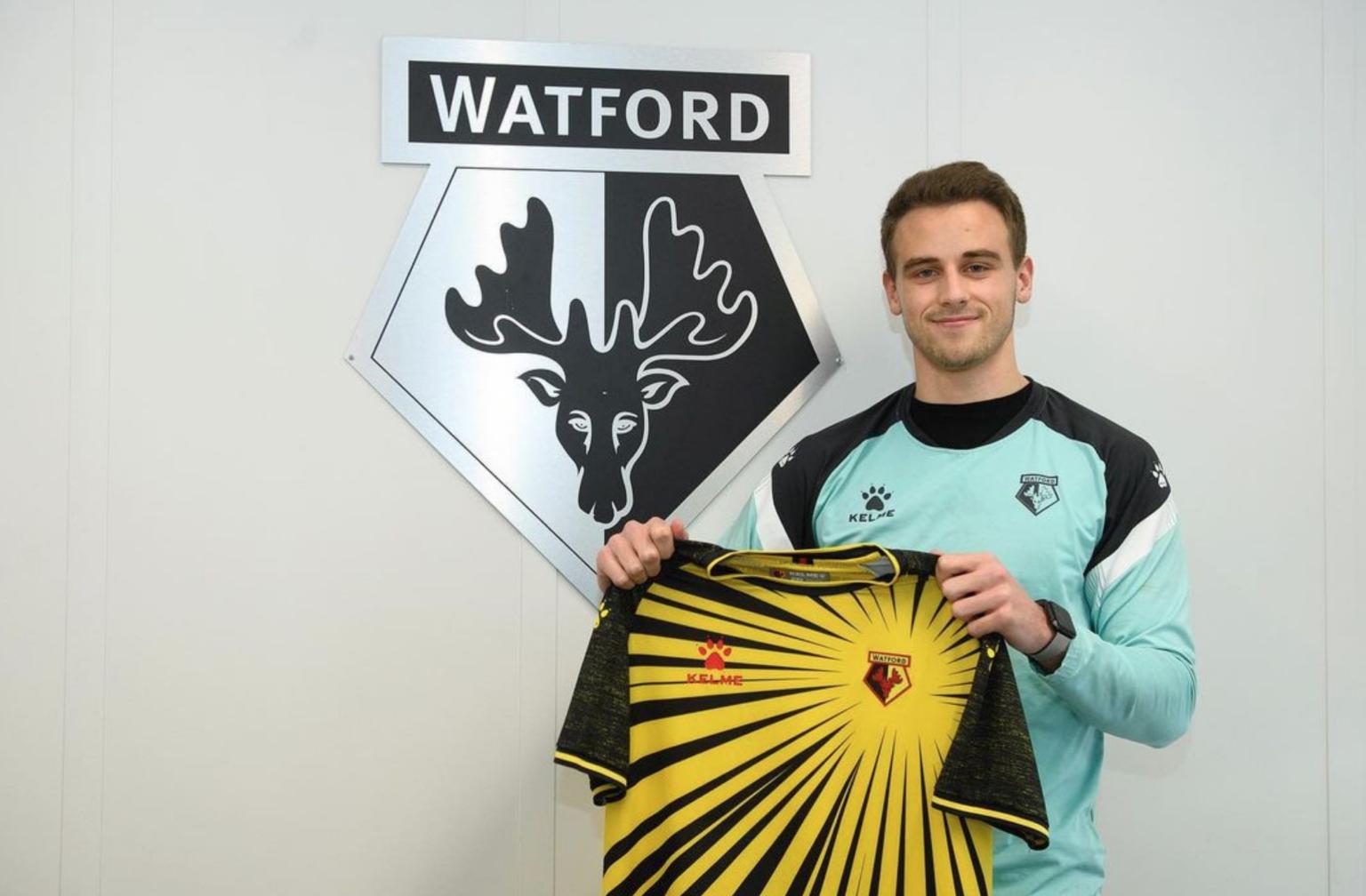 Bây giờ, Mitchel bắt đầu xây dựng tên tuổi mình bằng sự khởi đầu ở Watford