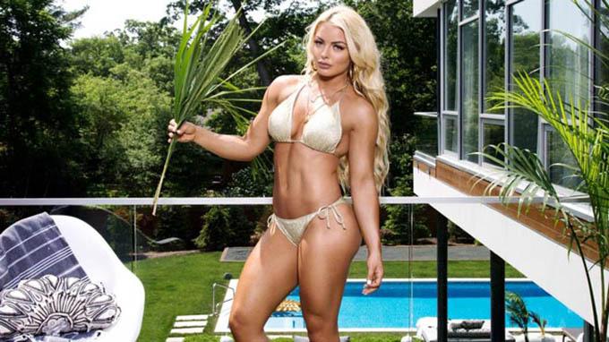 Mandy Rose: Côtừng là người mẫu thể hình trước khi tham gia đấu vật biểu diễn WWE nên có thân hình săn chắc, khỏe khoắn. Người đẹp sinh năm 1990 đến từ Mỹcao 1m63 và sở hữu số đo 3 vòng 87-66-89