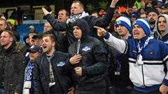 Xuống hạng, cầu thủ Schalke bị CĐV đuổi đánh