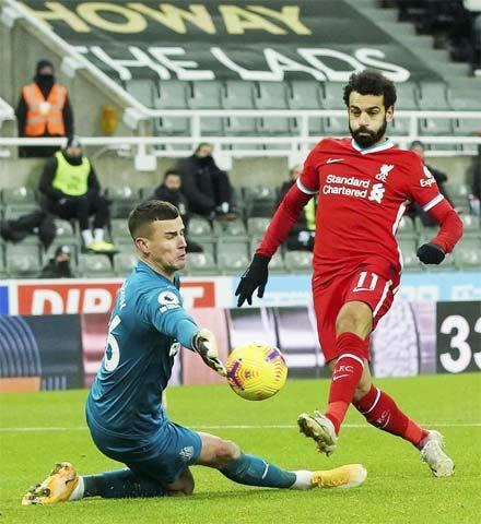 Salah (phải) và đồng đội sẽ vượt qua Newcastle