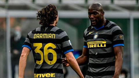 Inter băng về đích, Juventus có Ronaldo vẫn không thắng