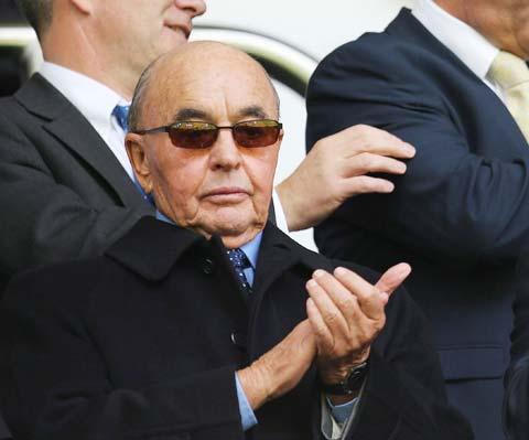 """Joe Lewis mới là """"ông trùm"""" tối cao tại Tottenham chứ không phải chủ tịch Daniel Levy"""