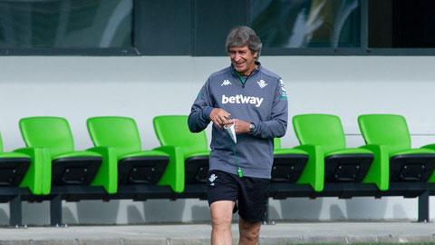 HLV Manuel Pellegrini giúp Betis có điểm trước Real