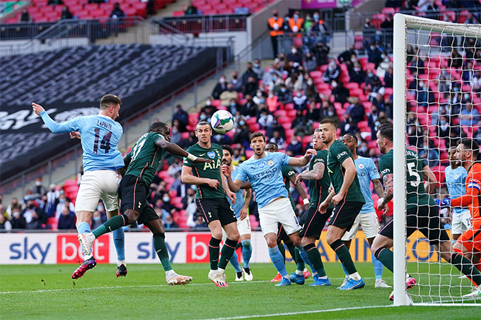 Laporte ghi bàn thắng duy nhất giúp Man City lần thứ 4 liên tiếp vô địch cúp Liên đoàn Anh
