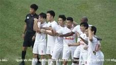 Cầu thủ HAGL ăn mừng kiểu ma sói sau bàn thắng của Minh Vương
