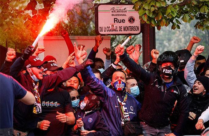 Chắc hẳn bây giờ các fan PSG không còn vui vẻ được như thế này, bởi nhà ĐKVĐ Ligue 1 đã bị đẩy vào thế bất lợi trước màn tái đấu diễn ra trên đất Anh