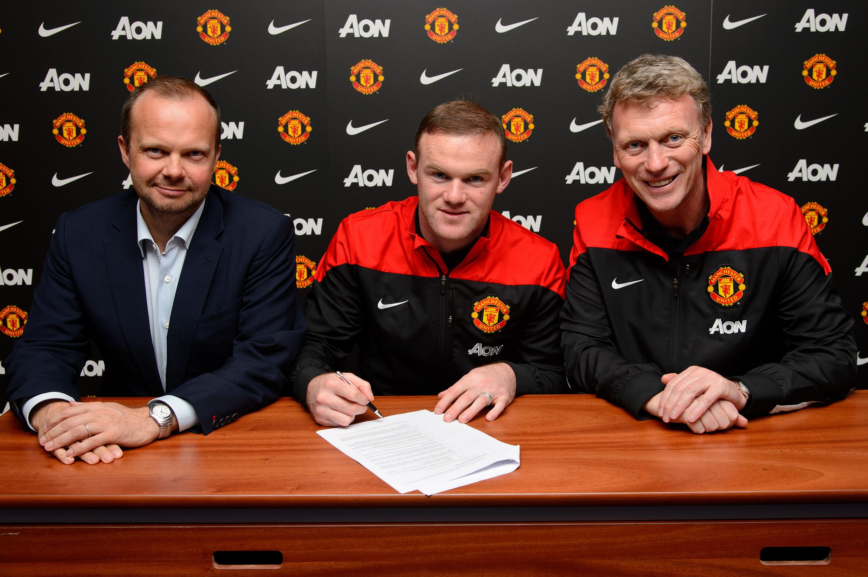 Là một kế toán viên, chuyên môn của Ed về bóng đá rất yếu, nên ông quyết học từ thương vụ gia hạn hợp đồng với Rooney
