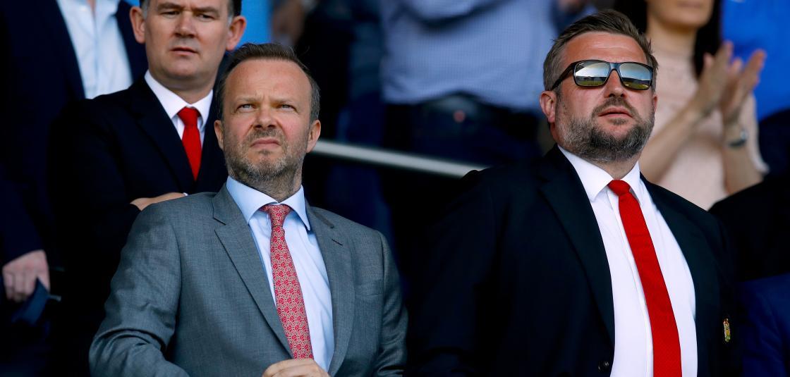 Ed và Richard Arnold, người đang nắm chức giám đốc điều hành nhóm là đôi bạn thân từ thuở là sát thủ kinh tế cho JP Morgan