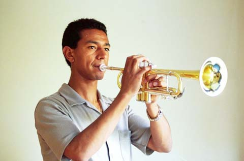 Solano thổi trumpet rất nghệ